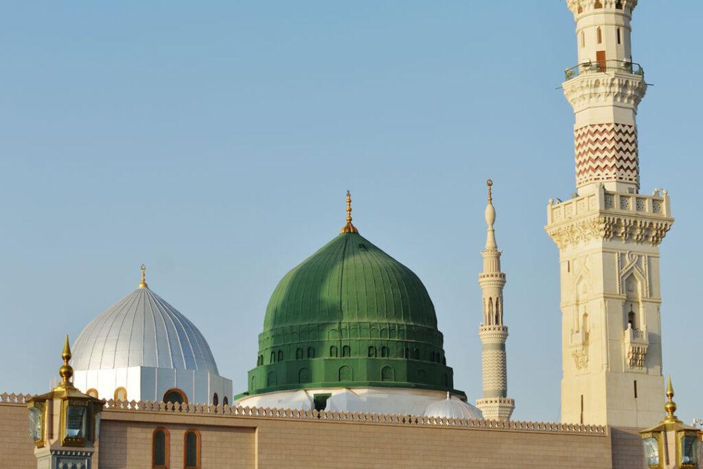 – Programme libre et Recueillement au Masjid Nbawi <br /> – Achats et préparation pour le voyage du retour en France